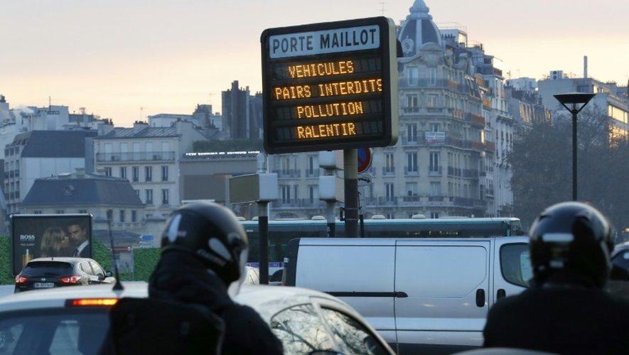 Panneau annonçant la circulation alternée le 9 décembre 2016 à Paris
