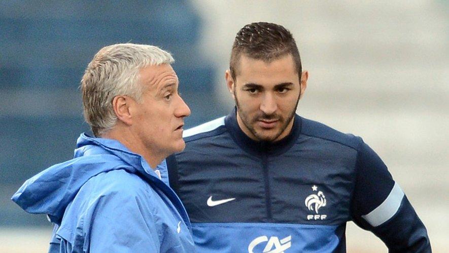 Le sélectionneur de l'équipe de France Didier Deschamps et Karim Benzema, lors d'un entraînement le 6 juin 2013 à Porto Alegre