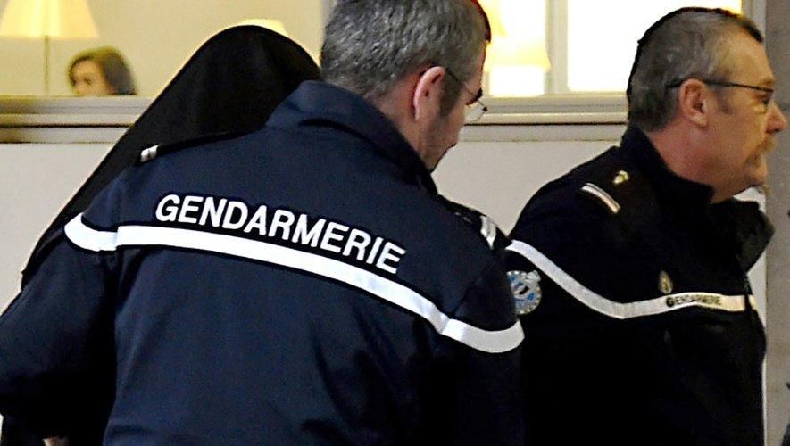 Eric Molcrette (visage caché) aux assises de Savoie, le 8 décembre 2016 à Chambéry