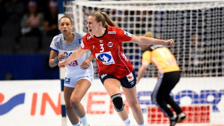 La Norvège d'Emilie Hegh Arntzen a battu l'équipe de France en demi-finale de l'Euro à Göteborg, le 16 décembre 2016