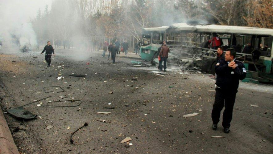 Attentat suicide contre un bus transportant des militaires le 17 décembre 2016 à Kayseri, en Turquie