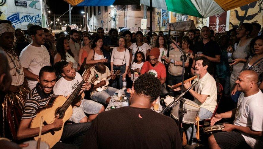 Un concert de la samba à Pedra do Sal où la samba est née, à Rio de Janeiro, le 21 novembre 2016