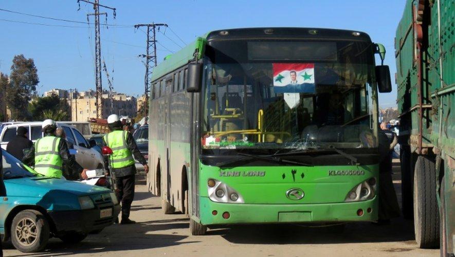 Arrivée d'un bus le 15 décembre 2016 à Alep pour l'évacuation de civils et d'insurgés
