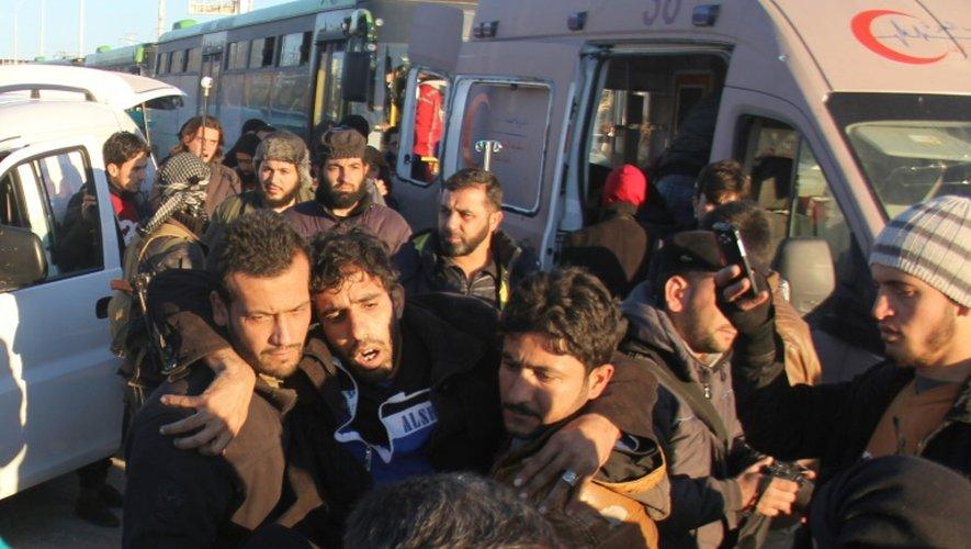 Un blessé évacué le 15 décembre 2016 à Alep