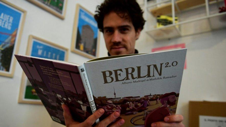 L'auteur espagnol Alberto Madrigal dans son studio à Berlin, le 16 novembre 2016