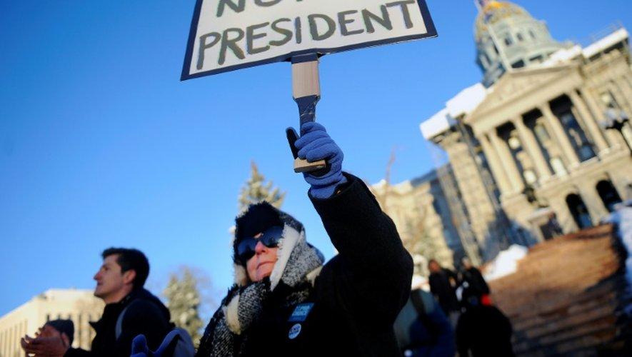 Une opposante à Donald Trump, le 19 décembre 2016 à Denver dans le Colorado