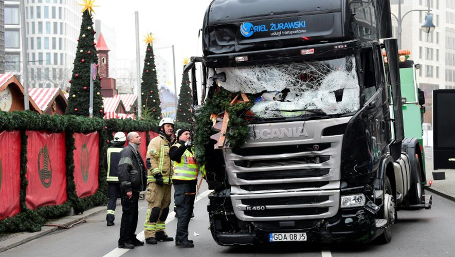 Photo du camion qui a roulé dans la foule au marché de Noël de Berlin le 19 décembre 2016