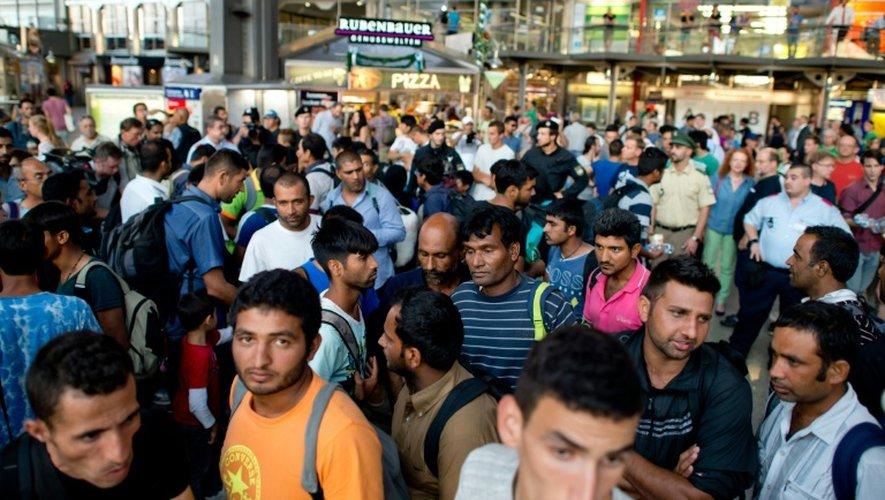 Des migrants arrivant de Hongrie à la gare de Munich le 31 août 2015