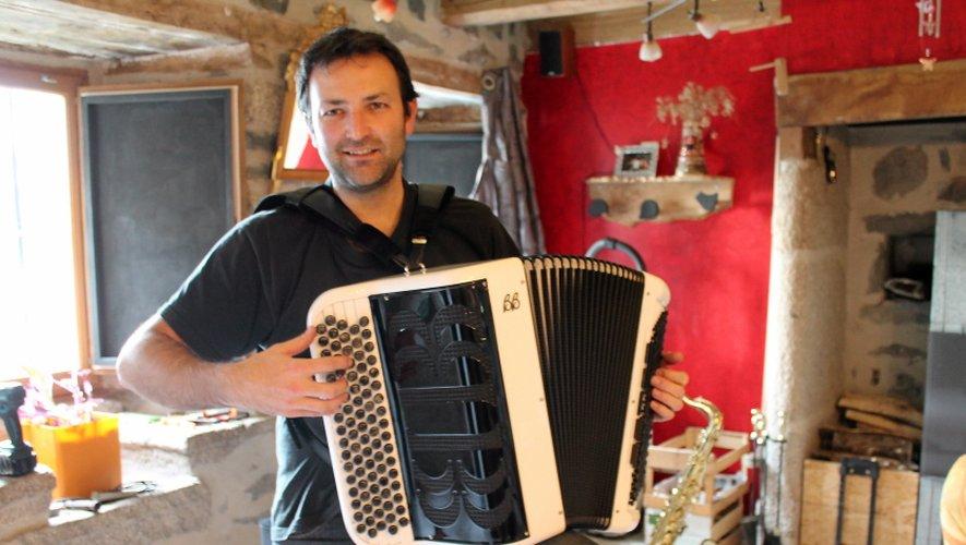 Nicolas Puechmaille, dans son antre de Mourmentrès, entre deux concerts par monts et par vaux.