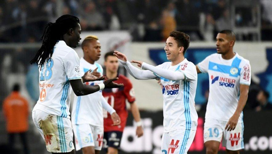 Les joueurs de l'OM se congratulent après un but de Bafétimbi Gomis contre Lille,  le 18 décembre 2016 au Vélodrome