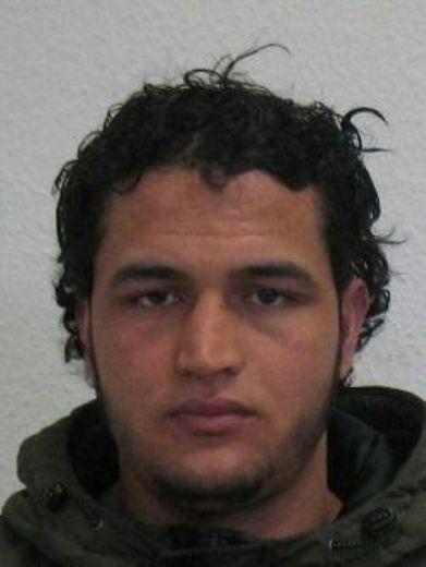Photo fournie le 21 décembre 2016 par la police allemande du Tunisien Anis Amri, suspecté d'avoir commis l'attentat au camion-bélier de Berlin