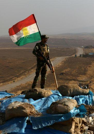Un combattant kurde, dans un village situé à 25 km au nord-est de Mossoul, le 6 novembre 2016.