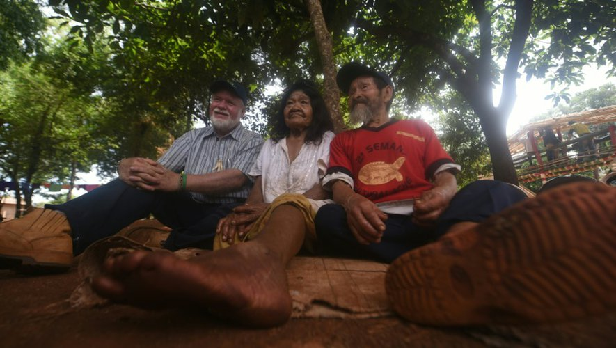 Des Indiens Aché Guayaki, le 10 novembre 2016 à Puerto Barra, au Paraguay