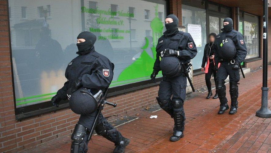 Opération de police contre la mosquée de Hildesheim, le 8 novembre 2016 en Allemagne