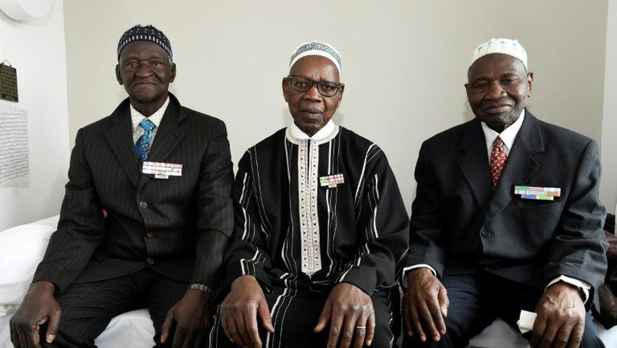 (g-d): Ousmane Sagna, Oumar Dieme, and Guorgui M' Bodji, anciens tirailleurs sénégalais, le 22 décembre 2016 à Bondy, près de Paris