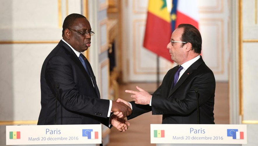 Le président François Hollande et son homologue sénégalais Macky Sall, le 20 décembre 2016 à l'Elysée, à Paris