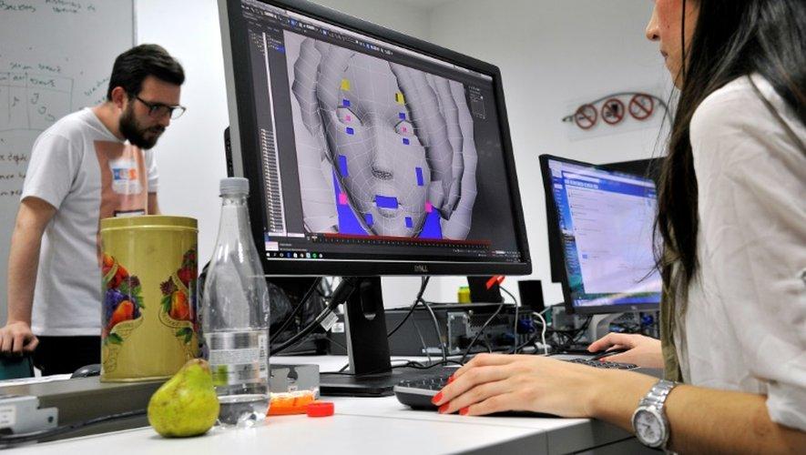 """Une animatrice 3D travaille sur le jeu vidéo """"Reconstruction"""", à Bogota, le 14 décembre 2016"""