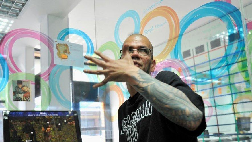 """Alvaro Triana, producteur du jeu """"Reconstruction"""", dans son studio à Bogota, le 14 décembre 2016"""