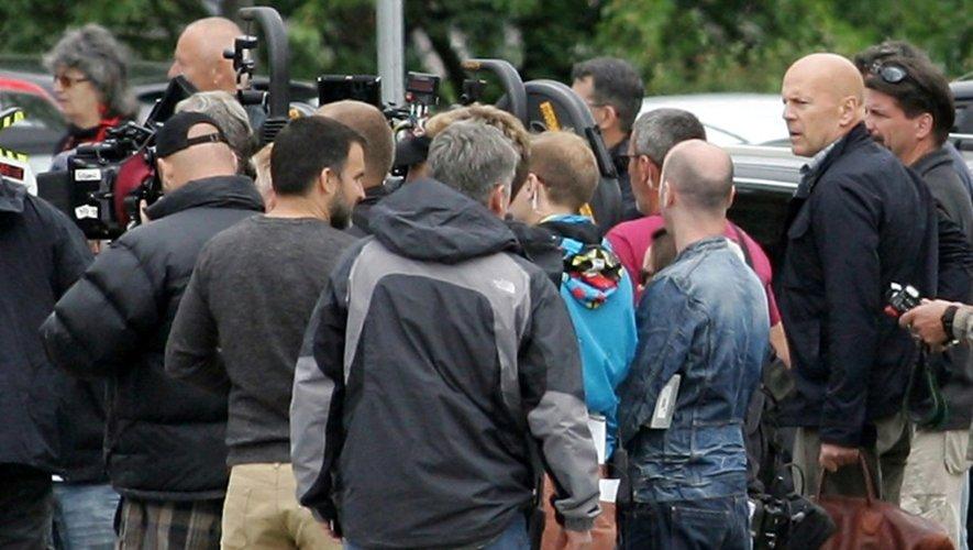 L'acteur américain Bruce Willis et son équipe lors du tournage d'un film le 2 juin 2012 à Budapest