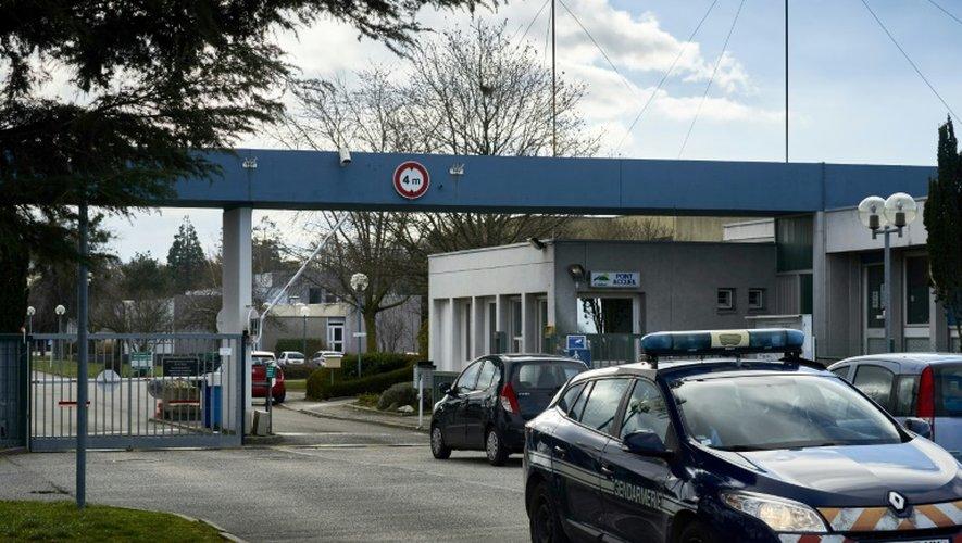 """Un véhicule de la gendarmerie stationne devant l'entrée de l'hôpital psychiatrique """"Le Valmont"""" à Montléger le 27 décembre 2016"""