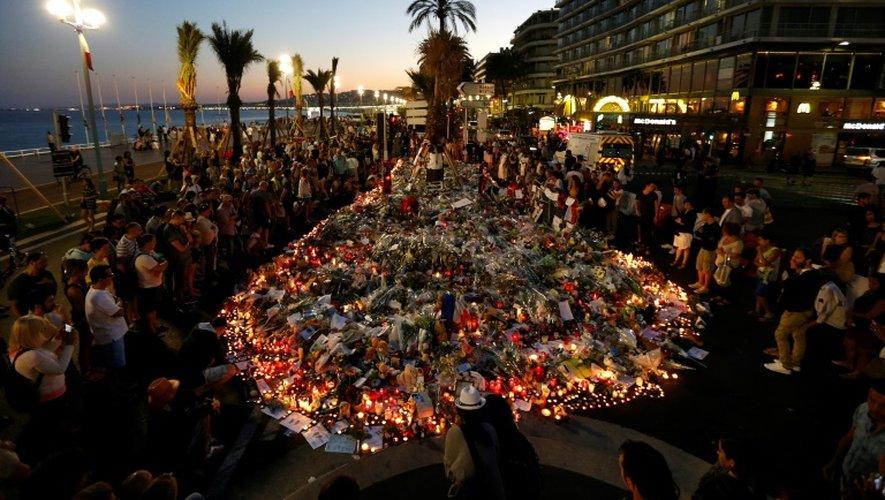Mémorial en souvenir des victimes de l'attaque au camion sur la Promenade des Anglais, à Nice, le 17 juillet 2016