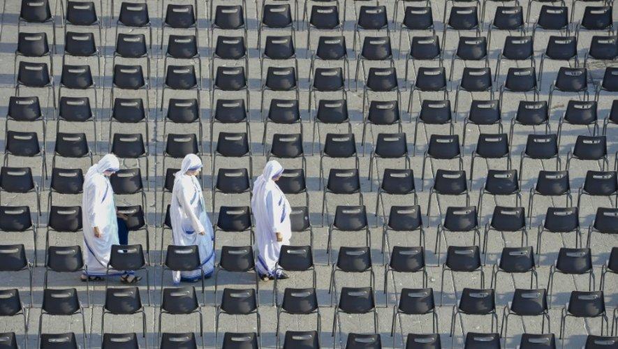 Les sœurs de la Charité à leur arrivée place Saint-Pierre au Vatican pour la canonisation de Mère Teresa, le 4 septembre 2016