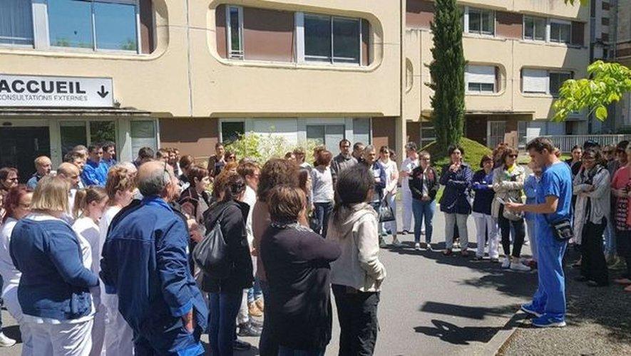 Mercredi, lors de l'assemblée générale devant l'accueil de l'hôpital de Decazeville.
