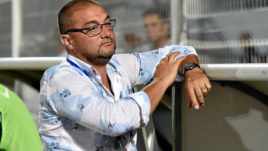 Le président Pierre-Olivier Murat aime vivre les matches au plus près de la pelouse, comme ici  à Béziers, l'été dernier. Jean Louis Bories
