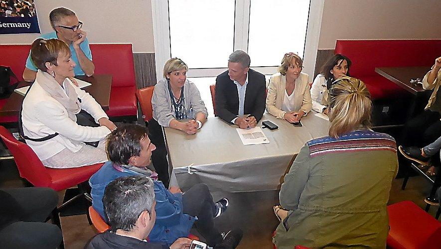 Les commerçants de la place de l'Etoile autour d'une table ronde avec les élus