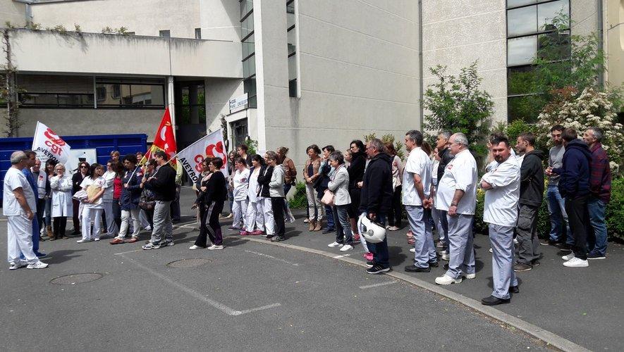 Plus de 70 salariés ont participé, hier, au piquet de grève quotidien d'une heure devant l'accueil de l'hôpital.