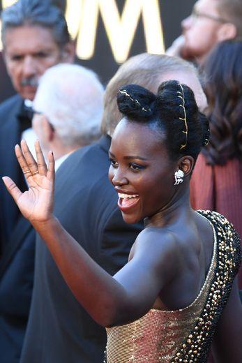 Lupita Nyong'o arrive à la 90ème cérémonie des Oscars, le 4 mars 2018, à Hollywood en Californie.
