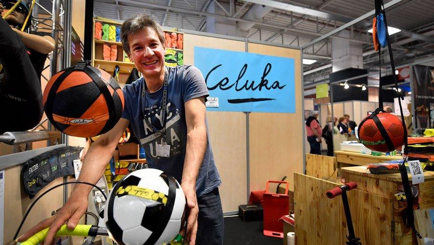 Jean-Baptiste Cortet, concepteur d'un porte-ballon, présente son invention au concours Lépine
