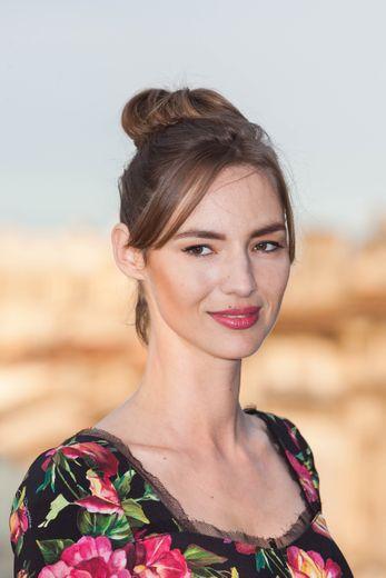 Louise Bourgoin fait désormais partie des ambassadrices L'Oréal Paris, au côté d'Isabelle Adjani, Natasha Poly, Doutzen Kroes, Julianne Moore, ou encore Eva Longoria.