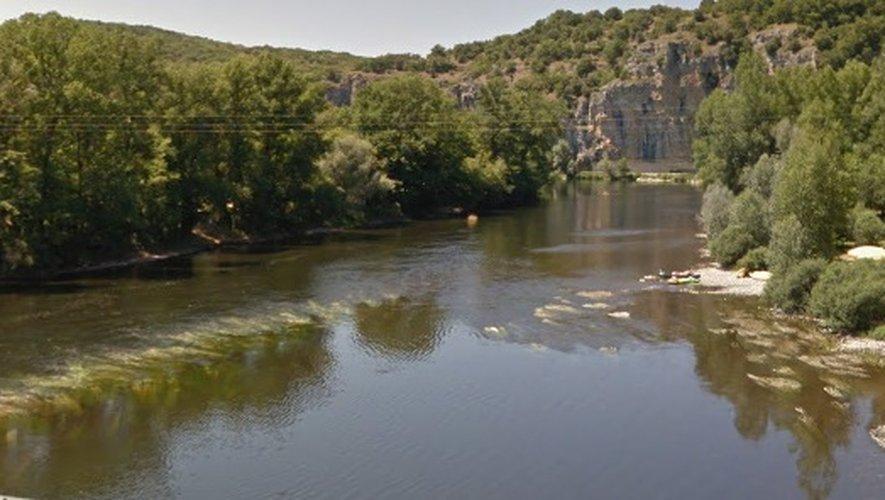 La barque s'est retournée à hauteur de la localité deCopeyre, en dessous du pont de Gluges.