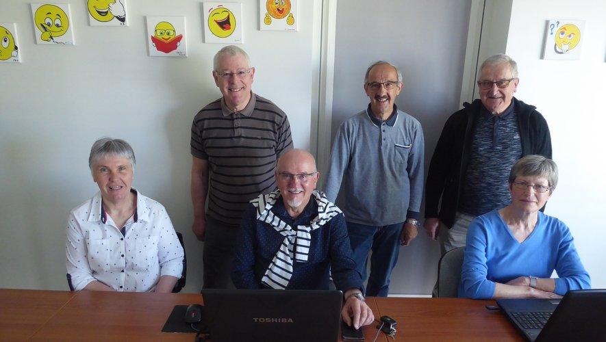 Apprentissage  Les aînés apprennent à surfer sur le Net
