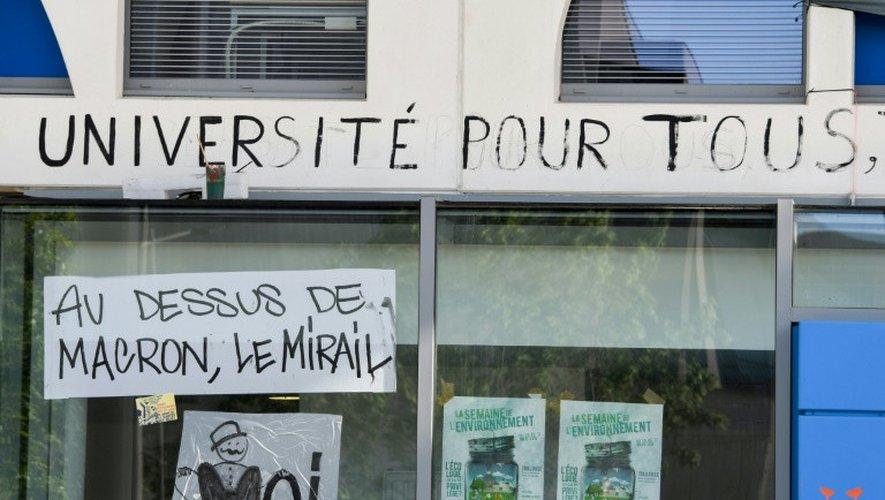 Des graffitis sur un mur de l'université Jean-Jaurès à Toulouse le 30 avril 2018.