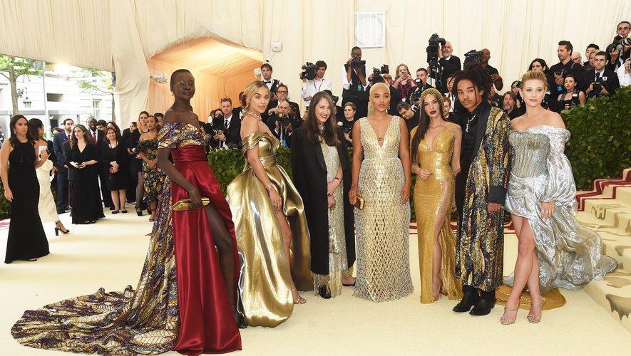 Alek Wek, Jasmine Sanders, Ann Sofie Johansson, Kiersey Clemons, Olivia Munn, Luka Sabbat et Lili Reinhart dans leurs tenues sur mesure de chez H&M lors du Met Gala 2018.