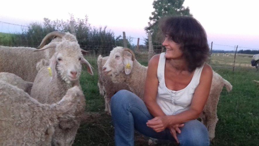 Cécile Rémond, éleveuse de chèvres angora à Cantoin propose toute l'année des visites de la ferme et de ses animaux et des articles en mohair