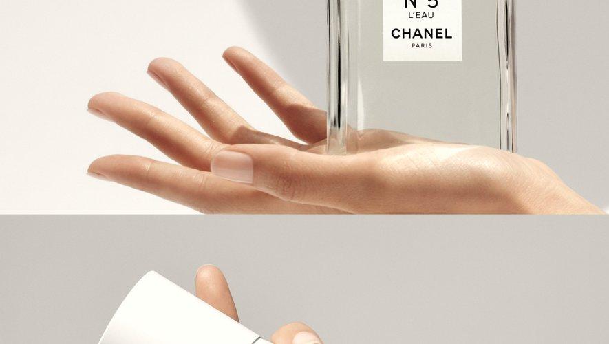 """""""N°5 L'Eau All-Over Spray"""" de Chanel - Prix : 58€ les 150 ml - Site : www.chanel.com."""