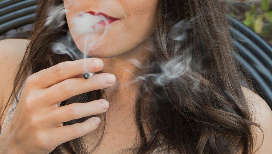 L'exposition des enfants à une combinaison de fumée secondaire de tabac et de cannabis pourrait accroître le risque d'otite et le nombre de visites aux urgences.