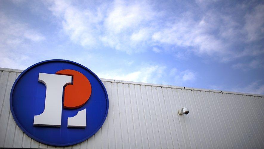 """Les centres E. Leclerc ont annoncé vendredi procéder au rappel d'un reblochon AOP vendu sous sa marque distributeur """"Nos régions ont du talent"""", à la suite de """"plusieurs cas"""" d'intoxication alimentaire """"grave"""" par la bactérie E. coli 026."""