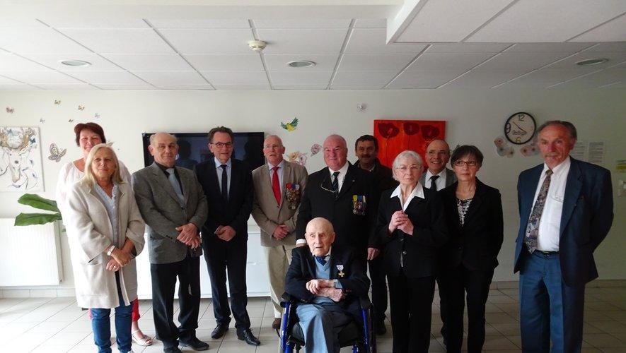 Julien Cayron est actuellement âgé de 101 ans et cinq mois.