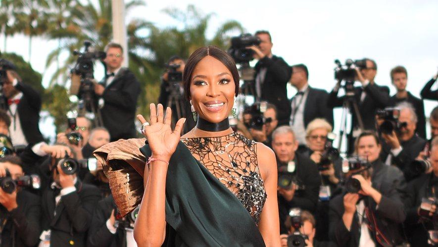 La super-modèle Naomi Campbell a fait une apparition très remarquée sur la tapis rouge de la Croisette, dans une robe sophistiquée signée de la maison Poiret. Cannes, le 14 mai 2018.