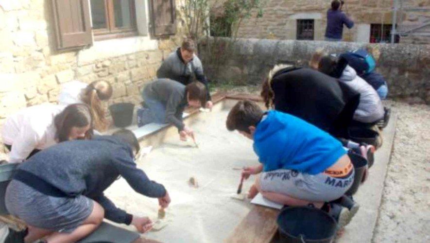 Des collégiens s'initient à l'archéologie… à Montrozier