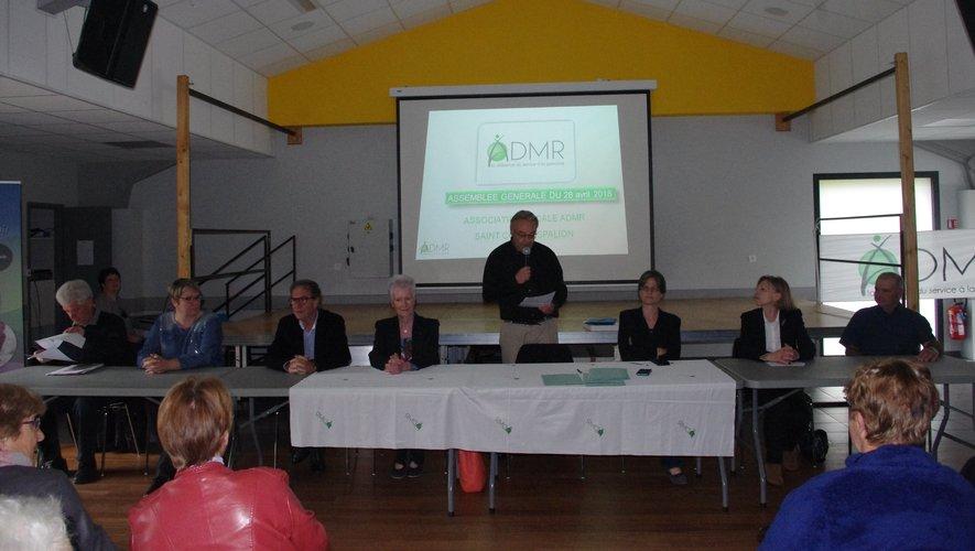 Jacques Boscary lors de son intervention,  entouré des responsables et élus