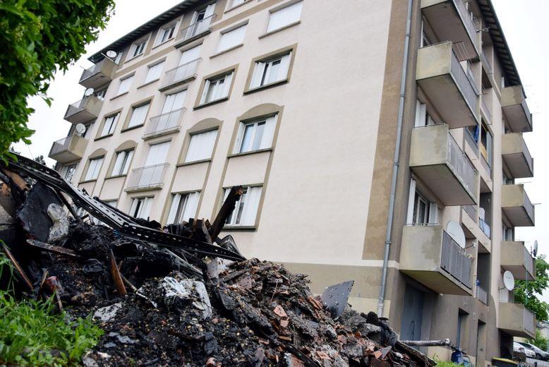 L'immeuble HLM, au 58 rue des Bleuets, a été la proie des flammes lundi soir à Onet.Mathieu Roualdés