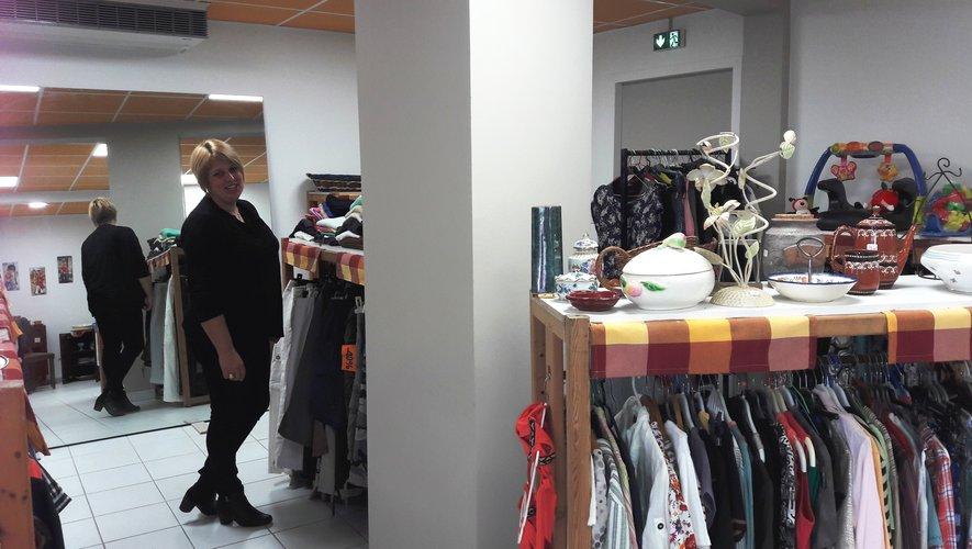 La Passerelle est une association chantier d'insertion professionnelle qui fonctionne grâce aux dons de vêtements et objets divers.