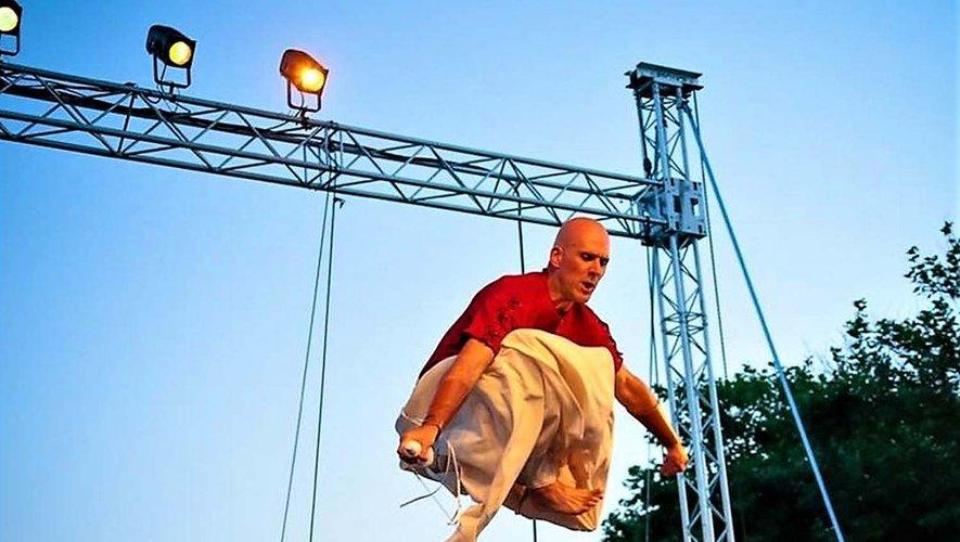 À 18 heures et 22 heures, spectacle « Un bilboquet » d'Ezec le Floc'h.