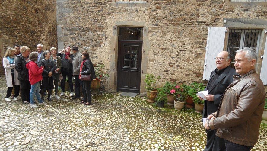 Gabriel Espie, J.-C. Puzula dans la cour du château.