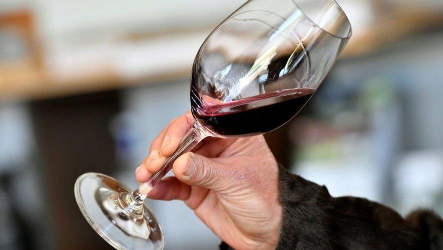 Toutes les catégories socio-professionnelles et tous les secteurs d'activités sont concernés par une consommation à risque d'alcool.